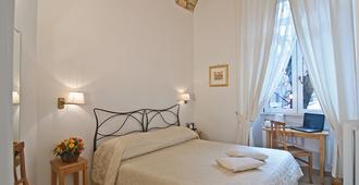 里拉伊斯勒卡拉瑞斯酒店 - 罗马 - 睡房