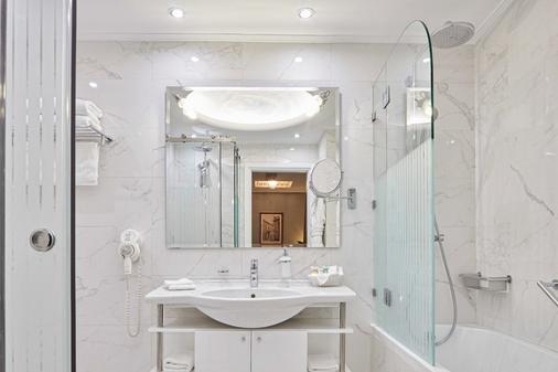 雅典阿瓦套房酒店 - 雅典 - 浴室