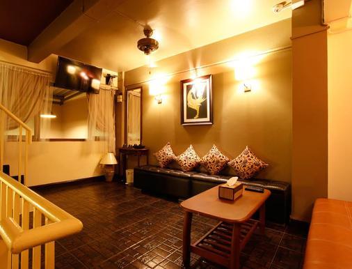 自然极乐曼谷公寓 - 曼谷 - 客厅