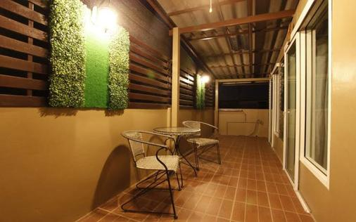 自然极乐曼谷公寓 - 曼谷 - 阳台