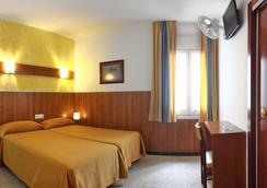 伊尔阿米格酒店 - 罗列特海岸 - 睡房