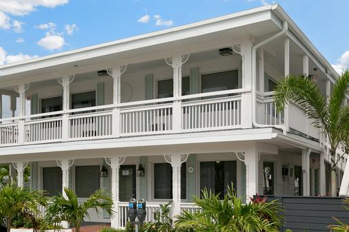 克利尔沃特海滩小屋酒店 - 克利尔沃特 - 建筑