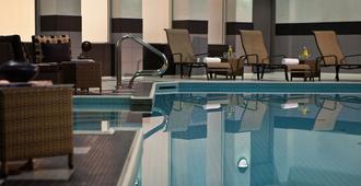 多伦多市中心万丽酒店 - 多伦多 - 游泳池