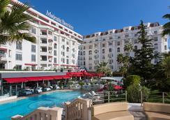 雄伟巴里尔酒店 - 戛纳 - 游泳池