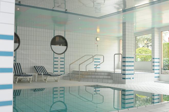 布里斯托尔水疗酒店 - 蒙特勒 - 游泳池