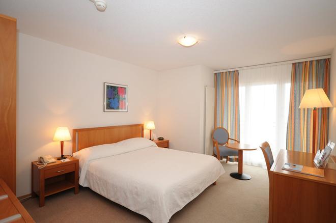 布里斯托尔水疗酒店 - 蒙特勒 - 睡房