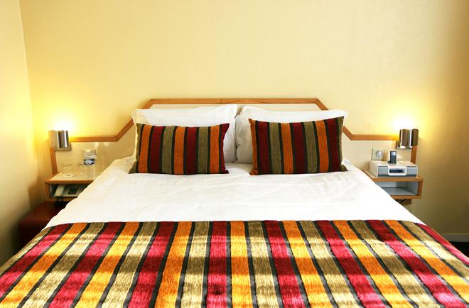 圣约翰站贝斯特韦斯特Plus酒店 - 波尔多 - 睡房