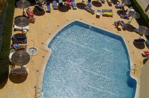 图里斯蒂科斯公寓 - 波尔蒂芒 - 游泳池
