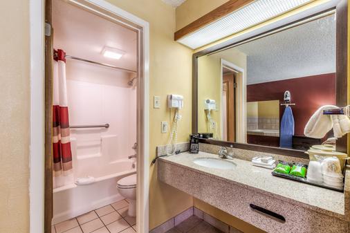 阿马里洛西红屋顶汽车旅馆 - 阿马里洛 - 浴室