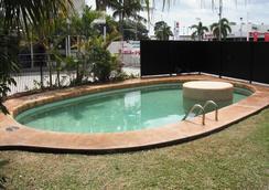 清凉棕榈汽车旅馆 - 麦凯 - 游泳池