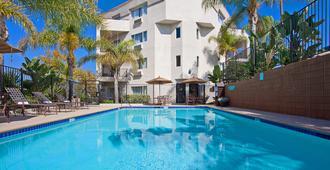 圣地亚哥米申谷体育场希尔顿花园酒店 - 圣地亚哥 - 游泳池