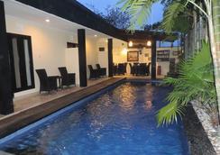 勒吉安宾馆 - 登巴萨 - 游泳池