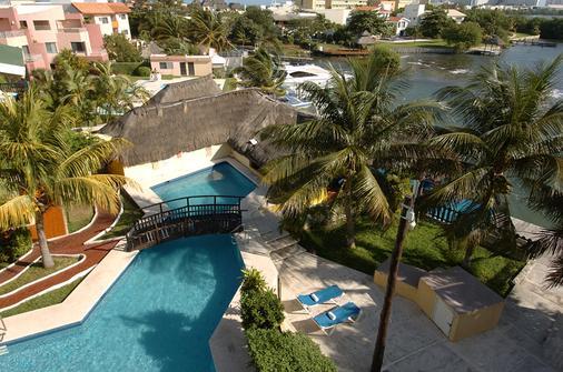 坎昆皇家拉谷纳塞卢兹玛酒店 - 坎昆 - 游泳池