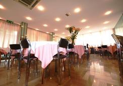 特罗卡德罗酒店 - 里乔内 - 餐馆