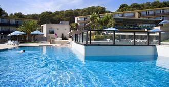科姆塔特圣霍尔迪公寓式酒店 - 萨卡罗 - 游泳池
