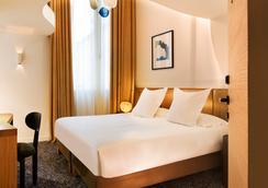 马里尼昂香榭丽舍大街酒店 - 巴黎 - 睡房