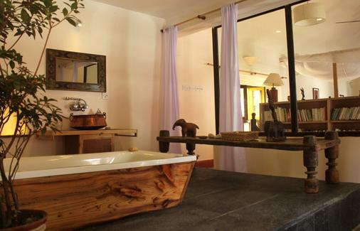 保利娜3室酒店 - 加德满都 - 浴室