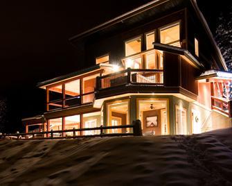 雪松之家餐厅小屋 - 戈尔登 - 户外景观