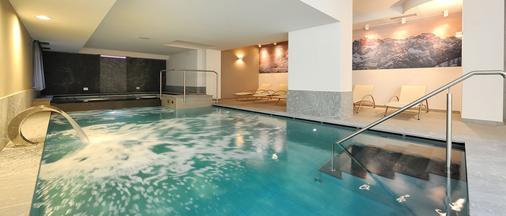 克罗佐恩酒店 - Madonna di Campiglio - 游泳池
