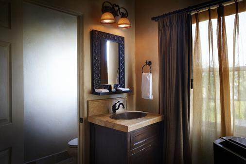 卡萨德尔卡米诺酒店 - 拉古纳海滩 - 浴室