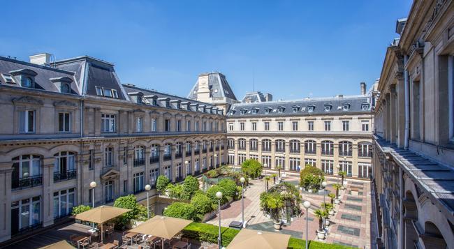 皇冠假日巴黎共和酒店 - 巴黎 - 建筑