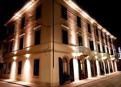 坎帕纳 &萨沃伊酒店 - 蒙特卡蒂尼泰尔梅 - 建筑
