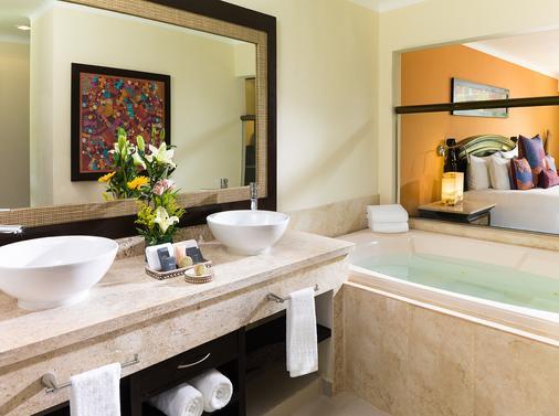 卡利斯玛埃尔多拉多皇家水疗度假村--仅成人 - 卡曼海灘 - 浴室