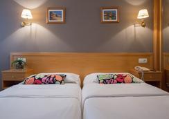 绿色海岸酒店 - Gijon - 睡房