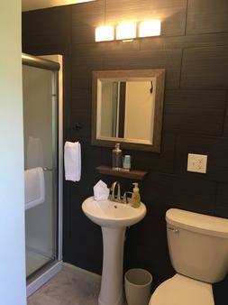 尼亚加拉瀑布小意大利酒店 - 尼亚加拉瀑布 - 浴室