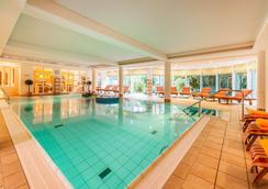 比瑞克科恩环形酒店-商业和养生酒店 - 基尔 - 游泳池