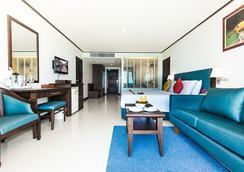 安达曼海滩套房酒店 - 芭东 - 睡房