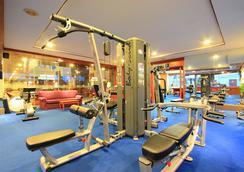 安达曼海滩套房酒店 - 芭东 - 健身房