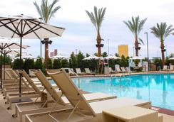 皇宫站娱乐场酒店 - 拉斯维加斯 - 游泳池