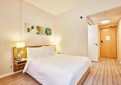 希尔顿花园伯明翰布林德雷广场旅馆 - 伯明翰 - 睡房