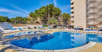 2 萨劳国际酒店 - 萨洛 - 游泳池