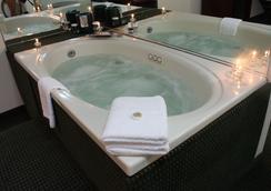 皇家大酒店 - Binghamton - 水疗中心