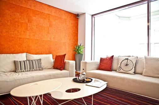 雅典诺瓦斯城酒店 - 雅典 - 客厅