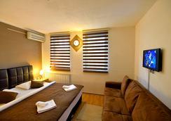 萨姆希赫尔酒店 - 萨拉热窝 - 睡房