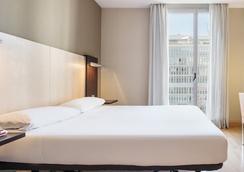 伊鲁尼奥迪托瑞酒店 - 巴塞罗那 - 睡房