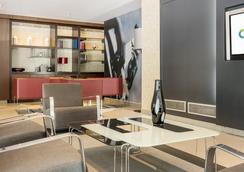 伊鲁尼奥迪托瑞酒店 - 巴塞罗那 - 大厅