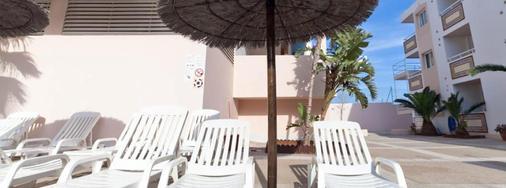 帕诺拉米克公寓酒店 - 伊维萨镇 - 露台