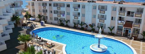 帕诺拉米克公寓酒店 - 伊维萨镇 - 游泳池