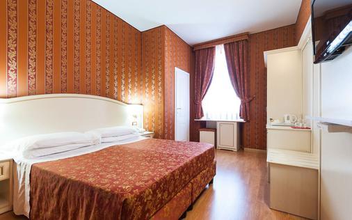 特雷维41酒店 - 罗马 - 睡房