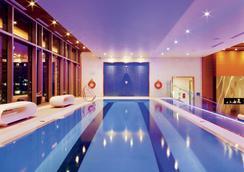 蒙特利尔丽思卡尔顿酒店 - 蒙特利尔 - 游泳池