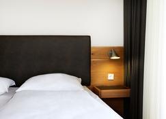布莱梅因杰赫酒店 - 不来梅港 - 睡房