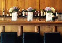 埃特里耶酒店 - 克朗-蒙大拿 - 酒吧