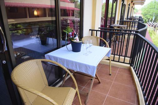 西哈努克大酒店 - 西哈努克市 - 阳台