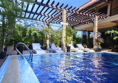 西哈努克大酒店 - 西哈努克市 - 游泳池