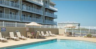 基斯假日卢卡亚度假酒店 - 大洋城 - 建筑