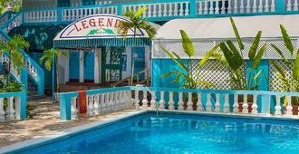 传奇海滩度假酒店 - 尼格瑞尔 - 游泳池